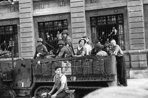 Soldiers of the 2nd Armored Division, on August 25, 1944 in the streets of Paris.