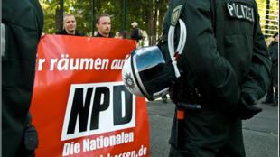 Manifesation du NPD (Parti national-démocrate Allemand) à Francfort-sur-Main, le 1er novembre 2007.