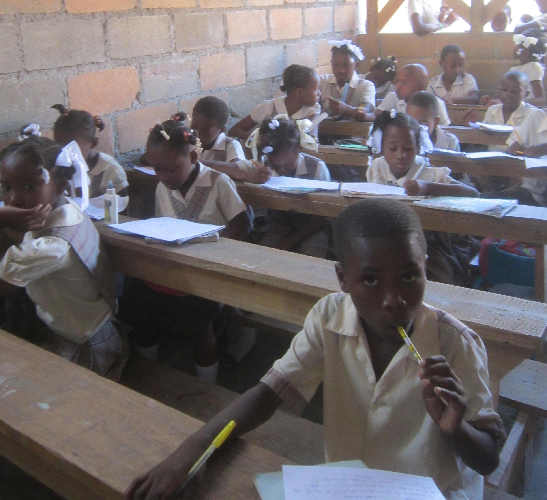 Dans une école primaire du quartier de Delmas (Banlieue de Port au Prince). Ecole privée en partenariat avec le Ministère de l'Education Nationale.