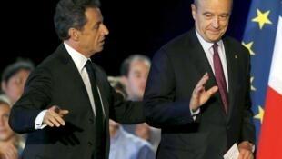 Nicolas Sarkozy et Alain Juppé lors d'un meeting à Bordeaux, le 22 novembre 2014.