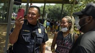 Le chef de la police de Houston Art Acevedo lors d'une marche en l'hommage de George Floyd, le 2 juin 2020.