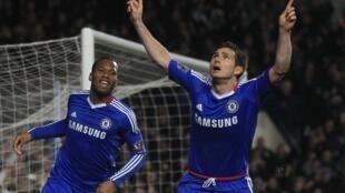 Didier Drogba et Frank Lampard savourent leur victoire sur Manchester.