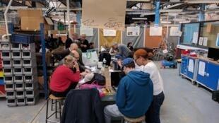 Um ateliê do Repair Café no 13° distrito, em Paris