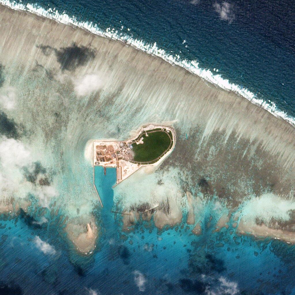 Ảnh vệ tinh chụp Đảo Cây (Tree Island), quần đảo Hoàng Sa ở Biển Đông ngày 12/10/2017.