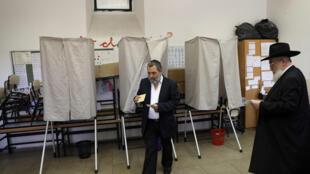 Un bureau de vote à Jérusalem lors du second tour de la présidentielle française, le 7 mai 2017.