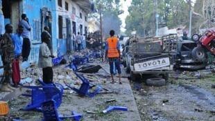 索馬里首都摩加迪沙(Mogadishu)發生兩起汽車炸彈攻擊,造成至少17人死亡。 2017年10月28日