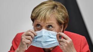 Allemagne - Angela Merkel_masque_AP20231417201255 - Carrefour de l'Europe