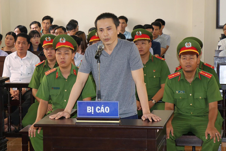 Facebooker Nguyễn Chí Vững trước tòa án Bạc Liêu, ngày 26/11/2019.