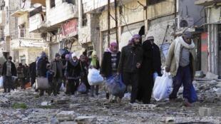 83 personnes ont été évacuées de la ville de Homs, le 7 février 2013.