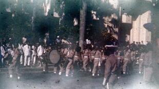 Défilé en l'honneur de l'indépendance de Madagascar le 26 juin 1960.