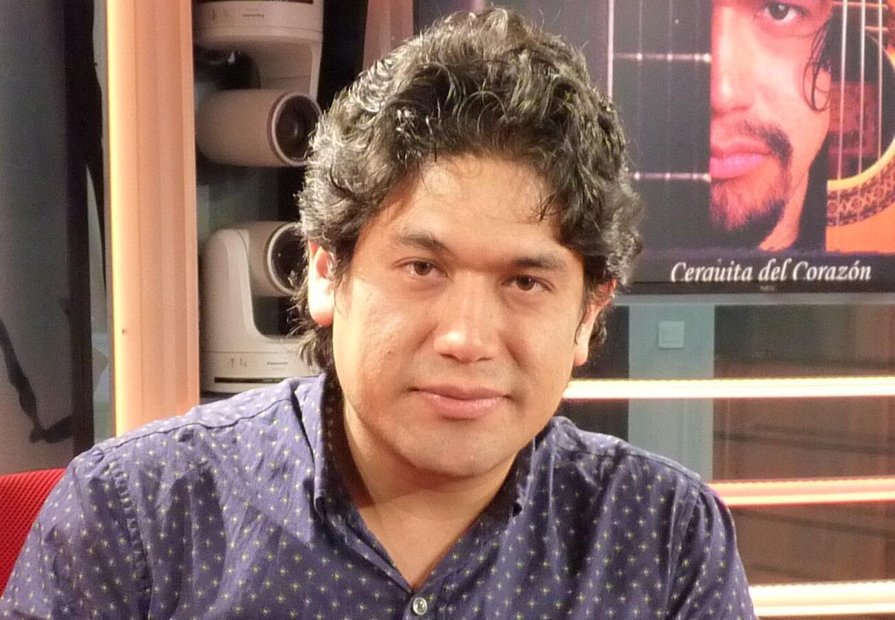 Abel Velasquez Zavaleta en los estudios de RFI