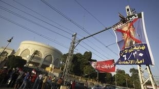 Les manifestants anti-Morsi réclamant ce mercredi 26 juin le départ du président islamiste.
