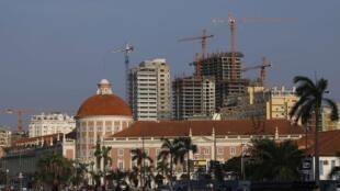 Manifestação contra a pobreza nas ruas de Luanda