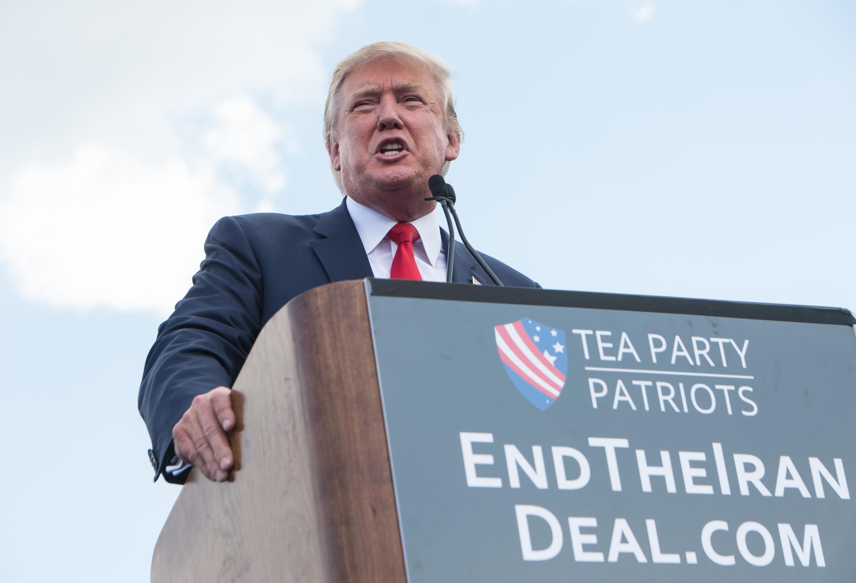 Ông  Donald Trump phát biểu tại một cuộc tập hợp chống thỏa thuận hạt nhân Iran, do đảng Tea Party Patriots tổ chức trước trụ sở Quốc hội Mỹ, Washington, ngày 9/09/ 2015.