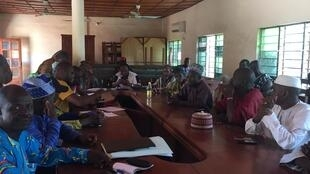 Une réunion sur l'élevage, avec représentants des agriculteurs et des éleveurs, à Glazoué dans le département des Collines.