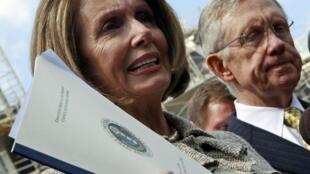 La présidente démocrate de la Chambre des représentants Nancy Pelosi, mercredi 14 avril 2010, à la sortie d'une réunion à la Maison Blanche sur la réforme de la législation financière.