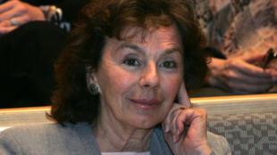 L'écrivain et journaliste français Kenize Mourad, arrière-petite-fille du sultan turc Murad V, pose à l'Institut français de Budapest le 4 avril 2007 lors d'une conférence destinée aux lecteurs hongrois et turcs.