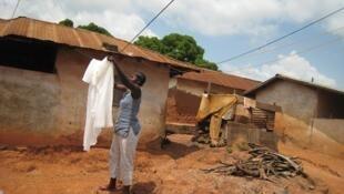 Les moustiquaires imprégnées constituent un excellent outil de prévention contre le paludisme mais leur efficacité nécessite une bonne utilisation.