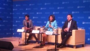 De izquierda a derecha, Najat Vallaud-Belkacem, ministra de Educación de Francia, Gabriela Ramos, Sherpa del G-20, OCDE y Eric Charbonnier, analista del estudio PISA, durante la presentación del estudio en la OCDE el 6 diciembre 2016.