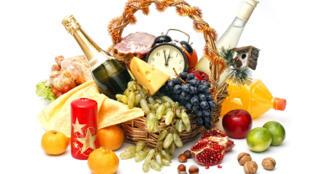 Frutos secos, quesos semi curados, jamón ibérico de cebo, son algunas de las sugerencias para esta canasta navideña saludable.