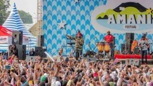 Sur la scène du festival Amani.