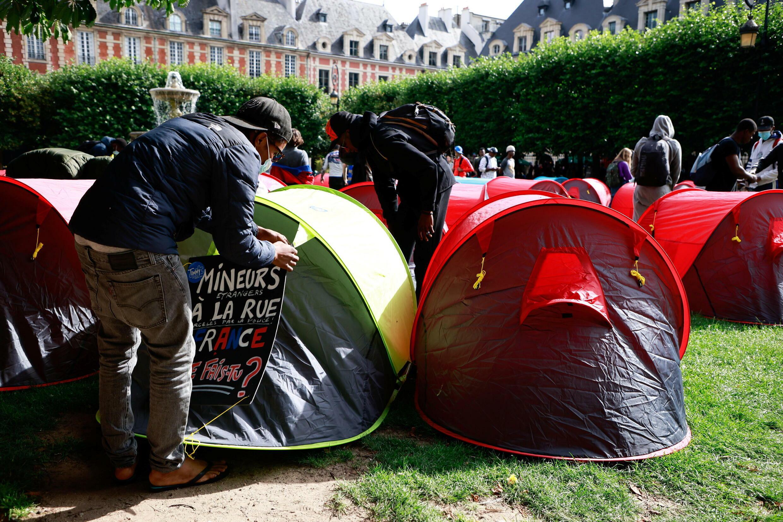 Paris sans abri migrant manifestation