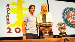 Nadal e Sharapova durante o sorteio das chaves do Torneio de Roland Garros