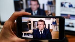 Интервью президента Эмманюэля Макрона популярной молодежной видео-платформе Brut 4 декабря 2020.