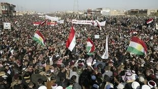 Des protestants sunnites lors d'une manifestation contre le Premier ministre, Nouri al-Maliki, le 11 janvier 2013.