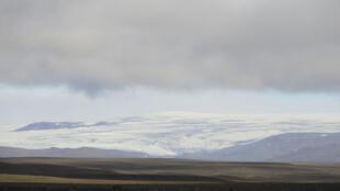 A Islândia proibiu parcialmente o tráfego aéreo acima do vulcão Bardarbunga depois que uma erupção teve início nas proximidades na madrugada desta sexta-feira(29).