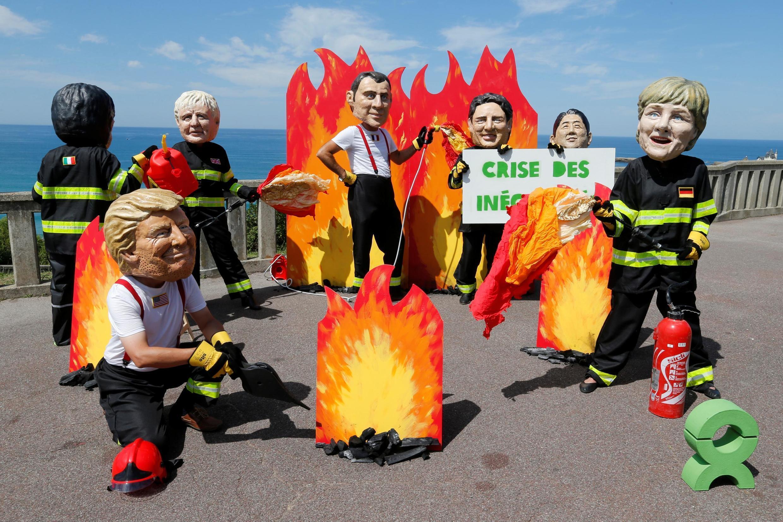 """Một hoạt động của các nhà đấu tranh của Oxfam nhằm kêu gọi các lãnh đạo G7 chú ý đến """"đấu tranh chống bất bình đẳng"""", ngày 23/08/2019, Biarritz, Pháp."""