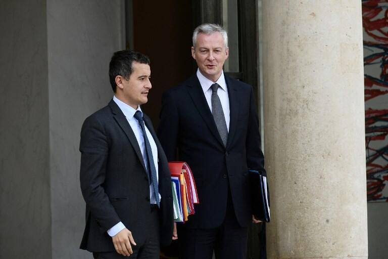 French Economy Minister Bruno Le Maire (R) leaves the Elysee palace in Paris on 24 September, 2018.