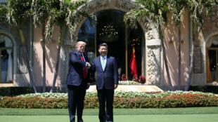 Tổng thống Mỹ Donald Trump và chủ tịch Trung Quốc Tập Cận Bình tại Mar-a-Lago, bang Florida, Hoa Kỳ ngày 07/04/2017.