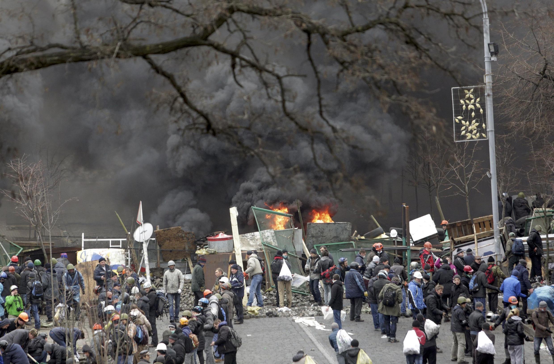 Praça da Independência em Kiev durante confrontos entre manifestantes e a polícia ucraniana.
