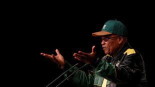 Le président sud-africain Jacob Zuma un appel à l'unité du Congrès national africain (ANC, au pouvoir), lors du discours de clôture d'une importante réunion de l'ANC, à Soweto, le 5 juillet 2017.