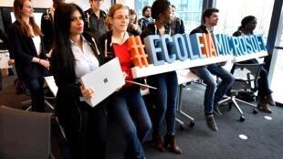 Escola da Microsoft dedicada à inteligência artificial em Issy-les-Moulineaux, na região parisiense, estimula a diversidade entre os estudantes.