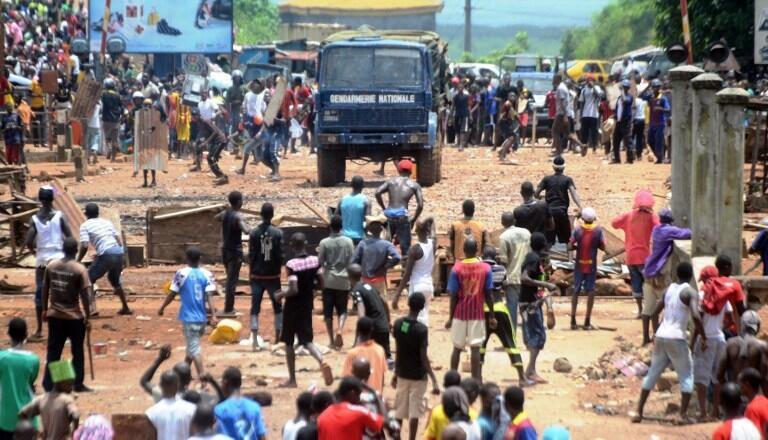 Pelo menos 20 feridos, 5 por balas em manifestações a 20 de Julho em Conacri e arredores, contra um eventual 3° mandato do Presidente Alpha Condé, no poder desde 2010.