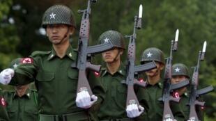 Des militaires de l'armée birmane photographiés le 19 juillet 2018.