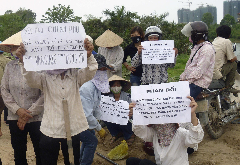 Dự án Ecopark tại Hưng Yên gây bất bình trong dư luận 04/2012 (REUTERS /Mua Xuan)