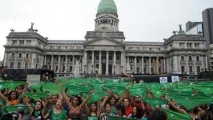 En Argentina, la interrupción del embarazo es sólo admitida en caso de violación o cuando hay peligro de vida para la mujer.