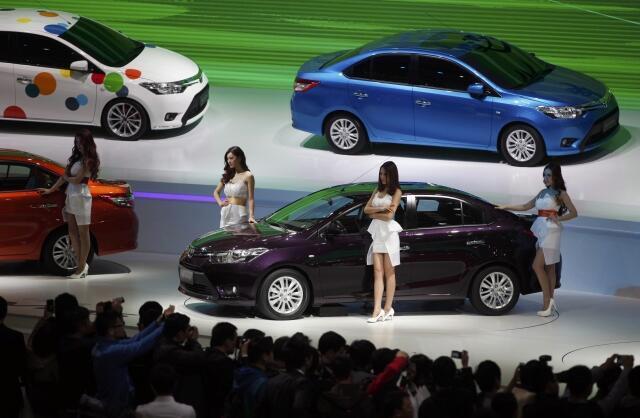 Xe của hãng Nhật Toyota được giới thiệu tại Thượng Hải (Trung Quốc). Ảnh chụp ngày 21/04/2013.