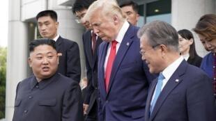 美朝韩三国首脑在板门店 2019年6月30日