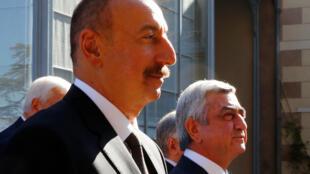 Shugaban Azerbaijan Ilham Heydar Oglu Aliyev (hagu) da na Armenian  Serzh Sargsyan.