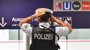Un policier allemand à la gare d'Essen le 24 août 2020. (Image d'illustration)