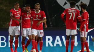 Os jogadores do Benfica festejaram o triunfo por 1-2 na deslocação ao terreno do Rio Ave.