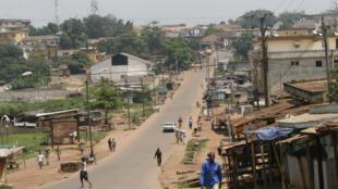 Vue d'une des rues principales de Gagnoa (Côte d'Ivoire).