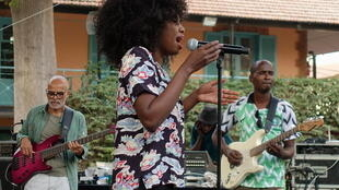 Inna Modja lors de son passage à l'Institut français de Dakar.