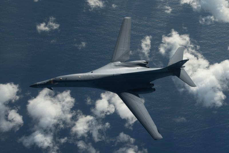 Oanh tạc cơ chiến lược Mỹ B-1B đang bay từ căn cứ không quân Andersen, Guam, tới không phận Nhật Bản và Triều Tiên, ngày 30/07/2017
