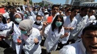 Manifestation de médecins dans les rues d'Alger, le 11 mai 2011