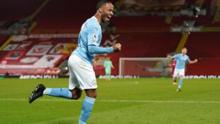 Dan wasan Manchester City Raheem Sterling yayin murnar jefa kwallo a wasan da suka lallasa Liverpool da 4-1 a filin wasa na Anfield